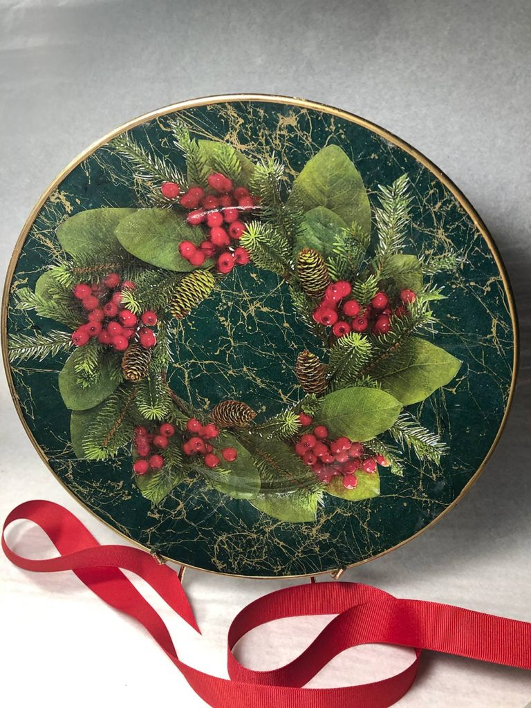 Pine-Cones-and-Berries-Leslie-Linsley Christmas-Plate-2020